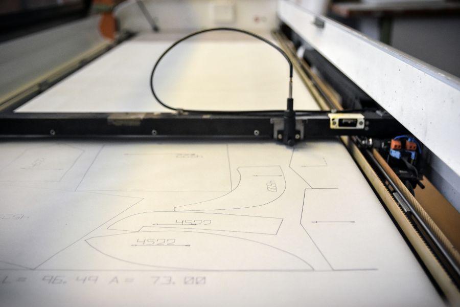 Odeva Lipany - Kresliaci ploter pre vykreslenie papierových polôh